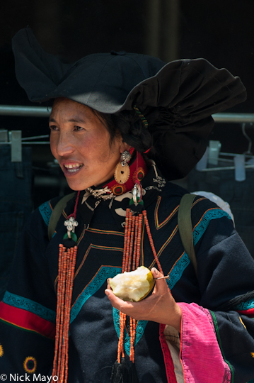 China,Earring,Eating,Hat,Necklace,Sichuan,Yi, photo