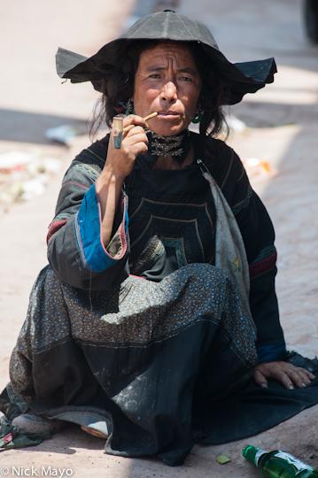 China,Market,Pipe,Sichuan,Smoking,Yi, photo