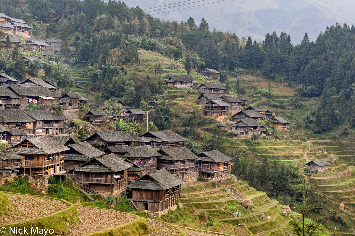 The Shui part of the ethnically mixed village of Yangweng.