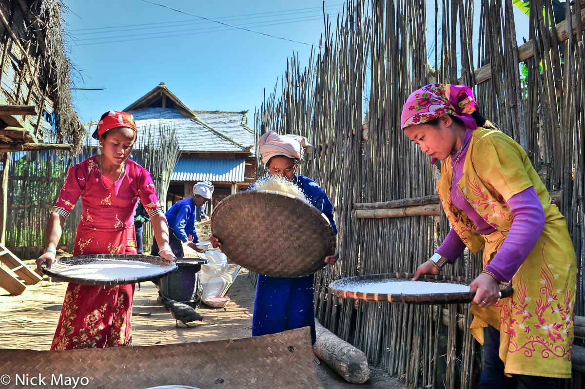 Bulang,China,Paddy,Winnowing,Yunnan, photo