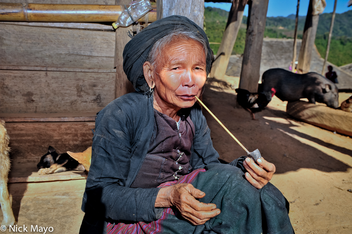 Bulang,China,Pipe,Smoking,Turban,Yunnan, photo