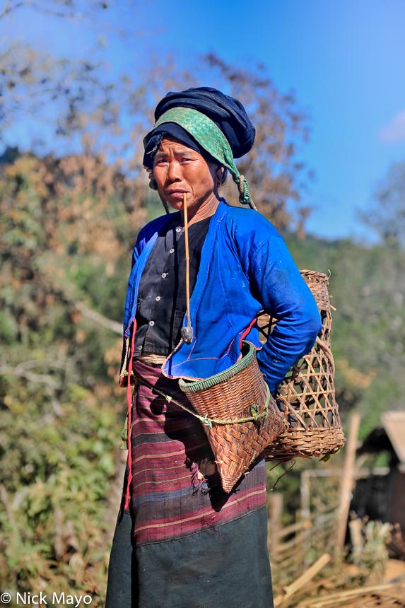 Bulang,China,Pipe,Smoking,Yunnan, photo