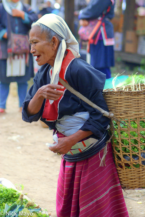 Basket,Burma,Market,Palaung,Shan State,Shopping,Waist Hoops, photo