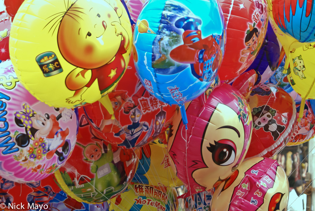 Inflated balloons for sale in Rongjiang.