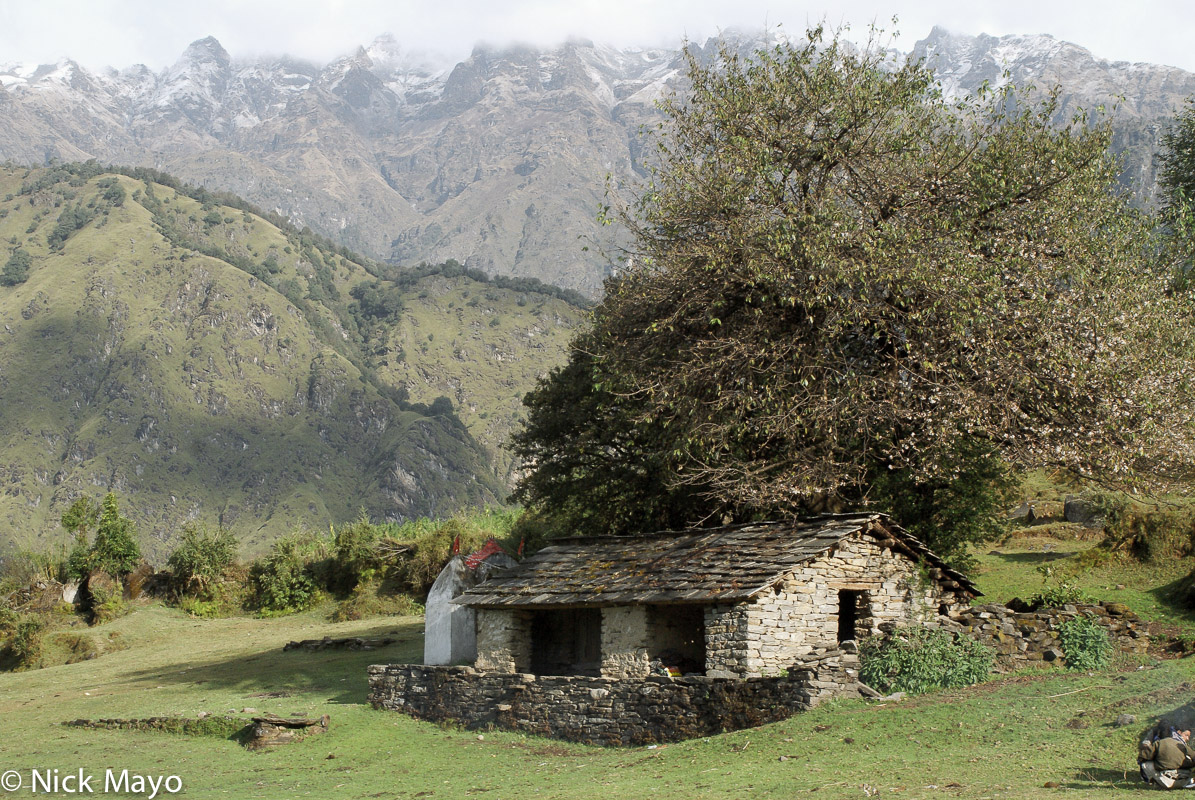 A barn built from stone near Namik in the Ram Ganga valley.