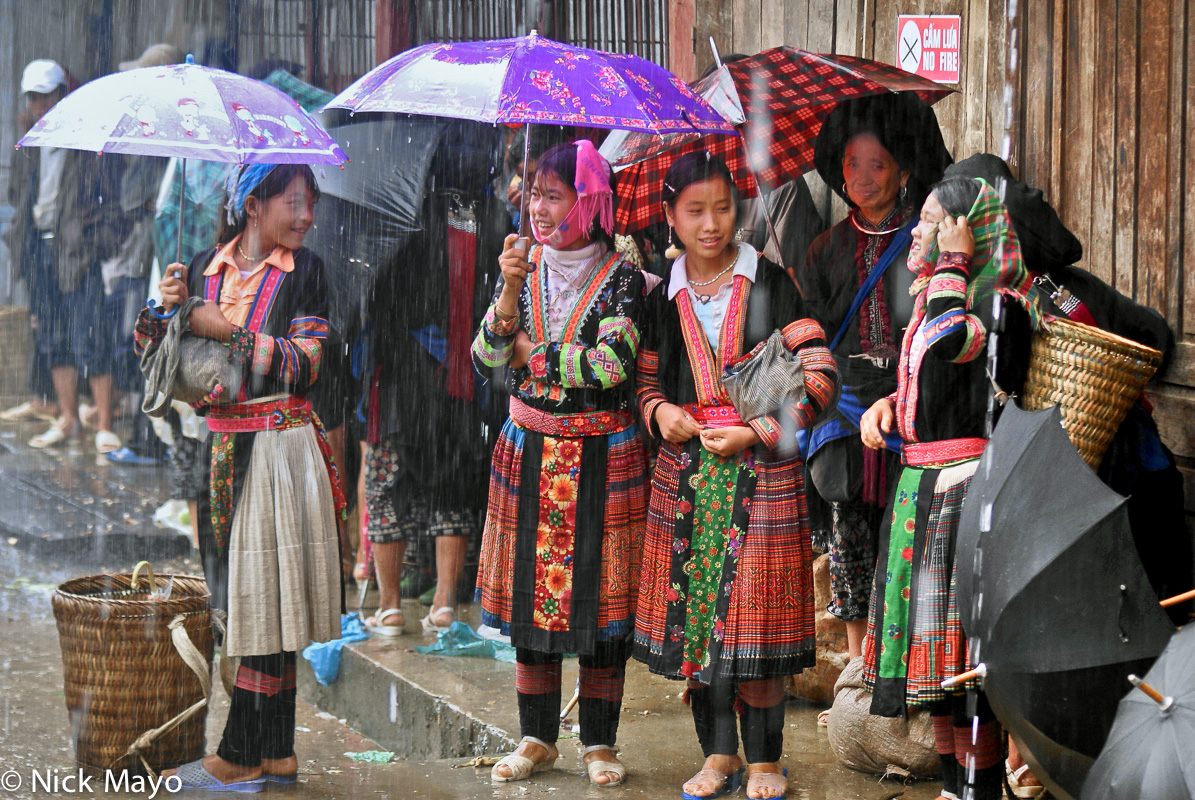 Lai Chau,Market,Miao,Shopping,Umbrella,Vietnam, photo