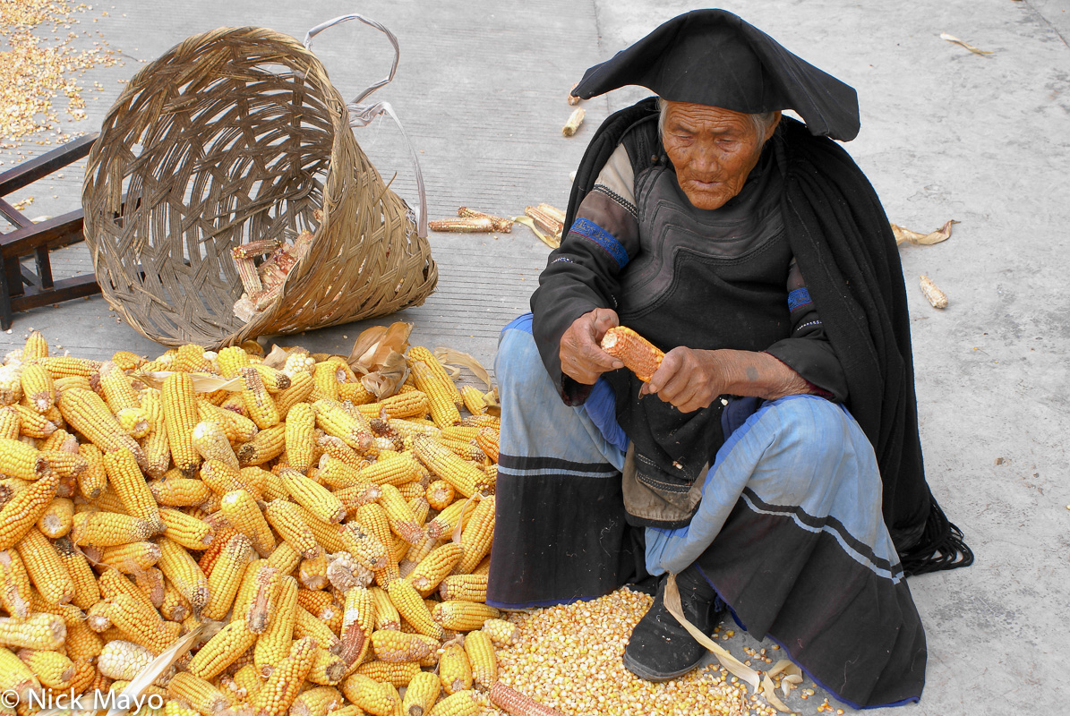 Cape,China,Container,Corn Cob,Hat,Shucking,Sichuan,Yi, photo