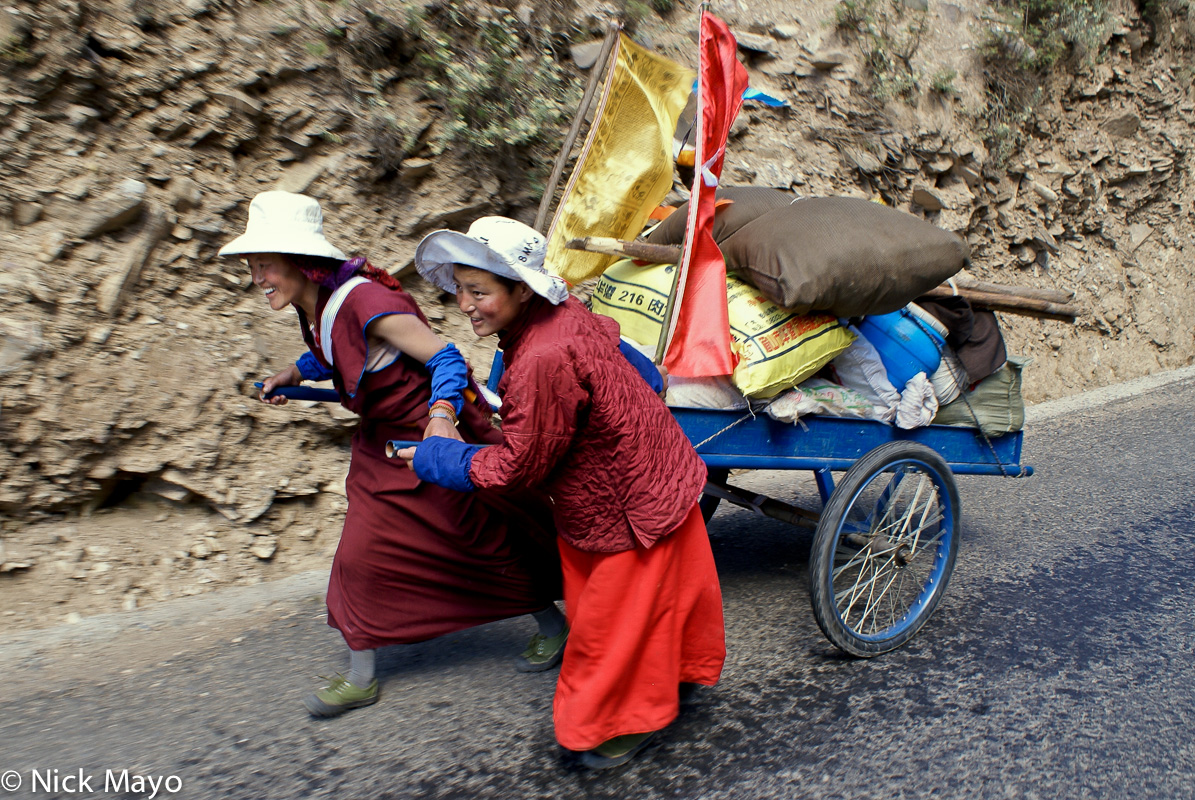 Nuns on a one year pilgrimage to Lhasa pulling a cart near Tuje Chenpo.