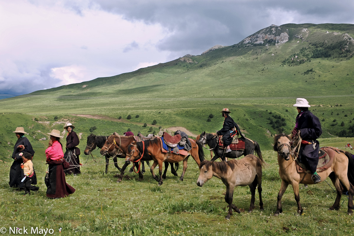A group of Tibetans leaving with their horses from a monastery festival in Manigango.