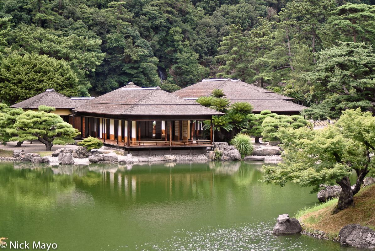 A pavilion in the Ritsurin Koen stroll garden in Takamatsu.