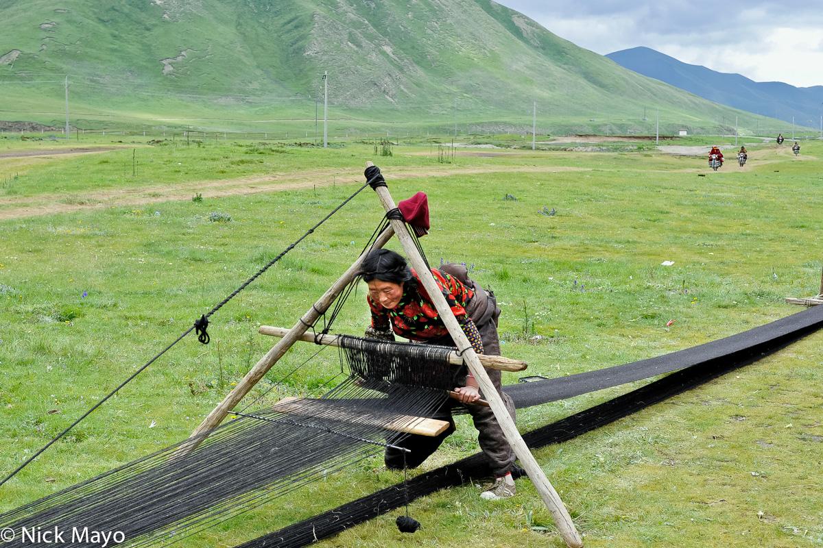 China,Frame Loom,Sichuan,Tibetan,Weaving, photo