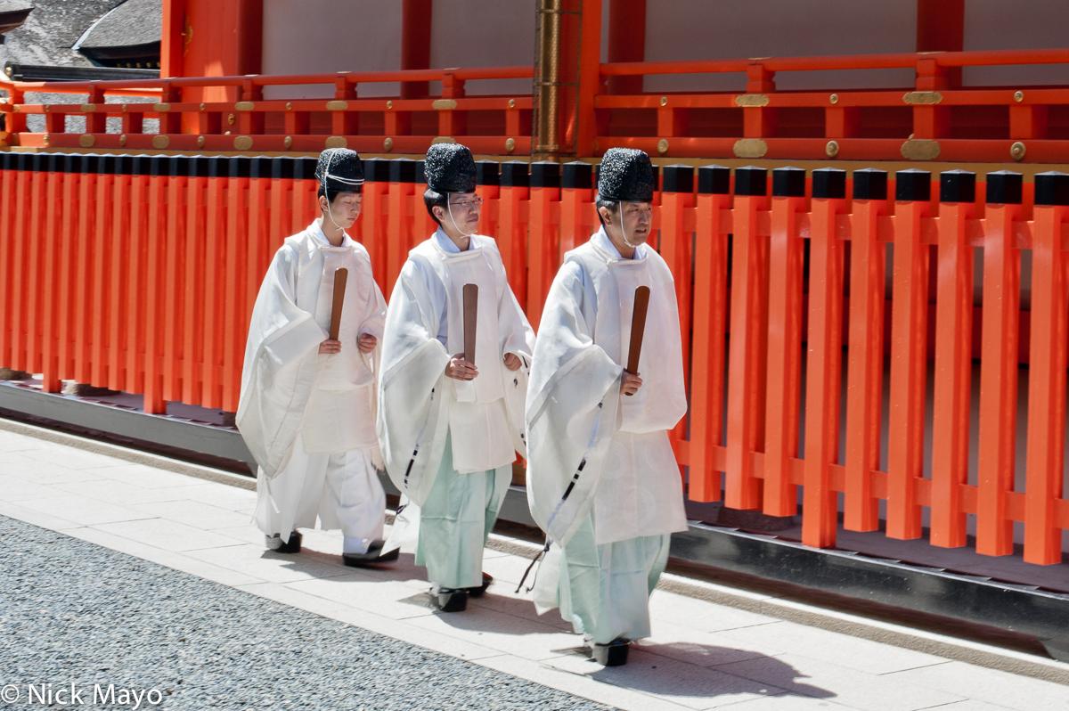 Japan, Kinki, Priest, Shrine, photo