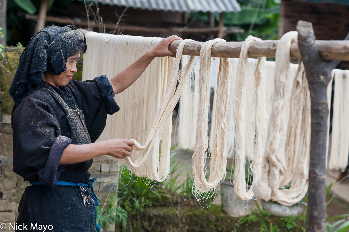 A Limi Yi woman stretching yarn in the village of Huang Pi Ching.