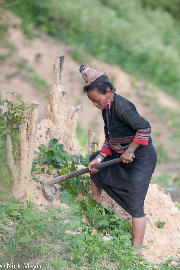Bracelet,Digging,Earring,Hat,Laos,Loma,Mattock,Phongsali, photo