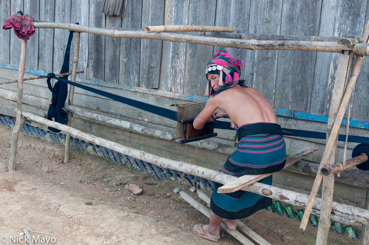 Foot Treadle Loom,Hani,Headdress,Laos,Phongsali,Weaving, photo