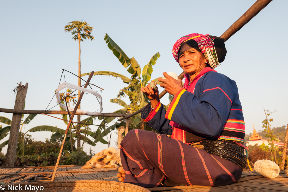 Burma,Palaung,Shan State,Spindle,Spinning,Turban,Waist Hoops, photo