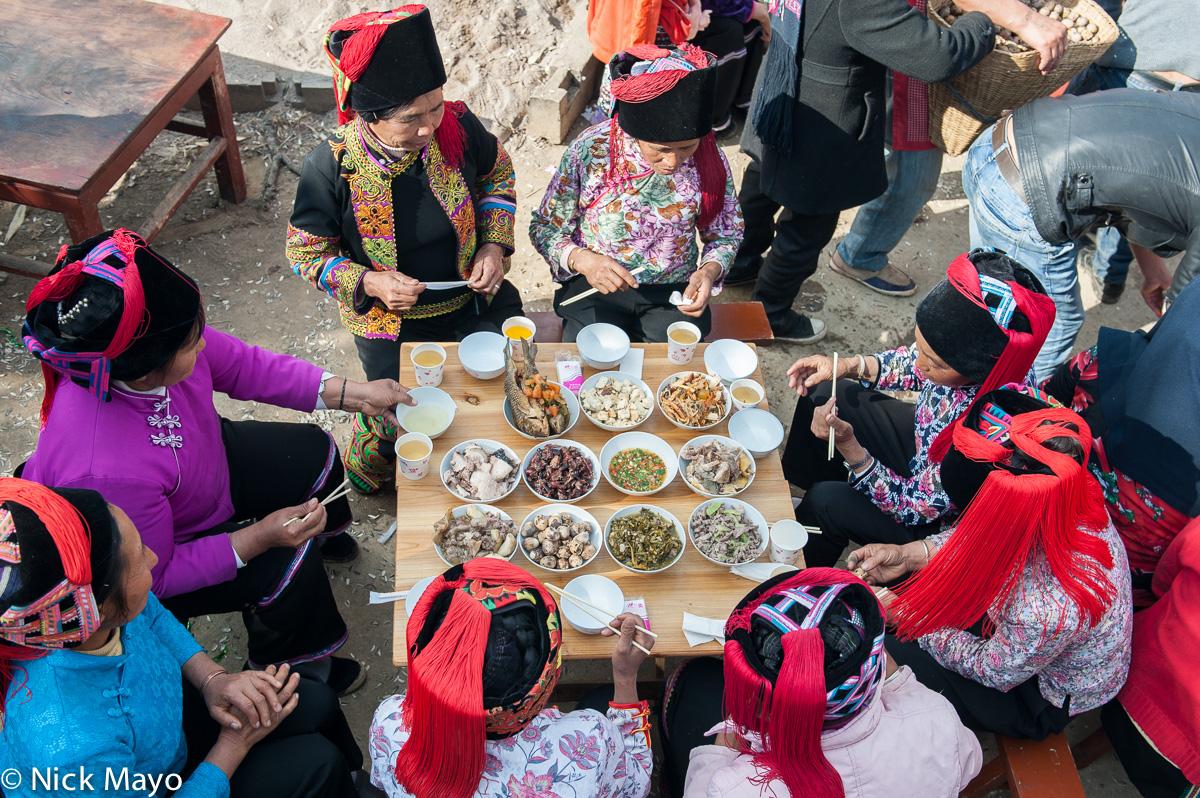 China,Eating,Hani,Hat,Wedding,Yunnan, photo