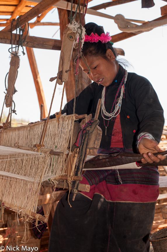 Burma,Eng,Frame Loom,Shan State,Weaving, photo