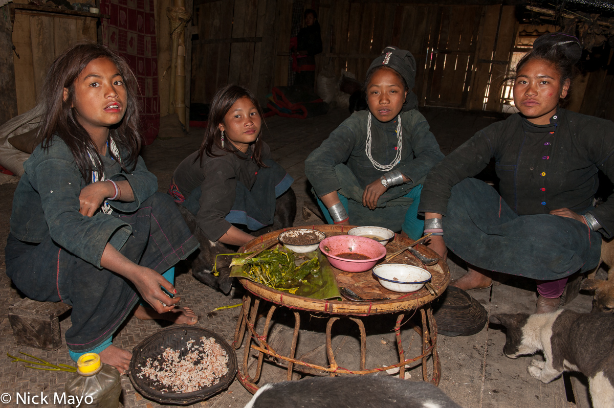 Bracelet,Burma,Eating,Eng,Hat,Shan State, photo