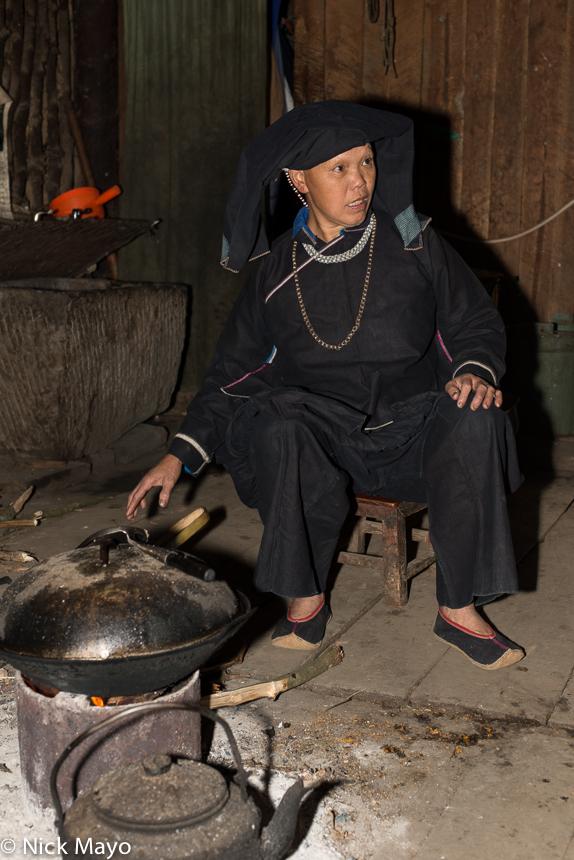 China,Cooking,Guangxi,Hearth,Necklace,Turban,Wok,Zhuang, photo