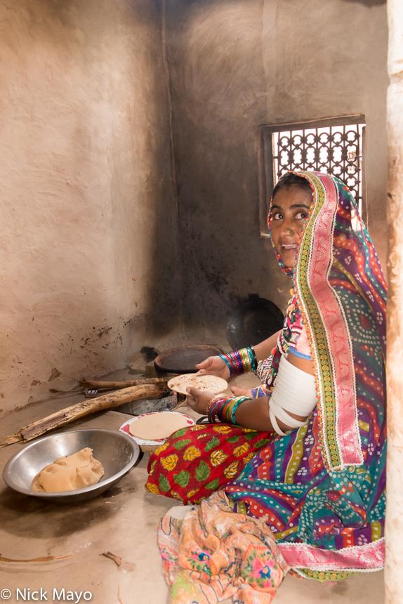 Bangle,Bracelet,Gujarat,Head Scarf,India,Preparing, photo