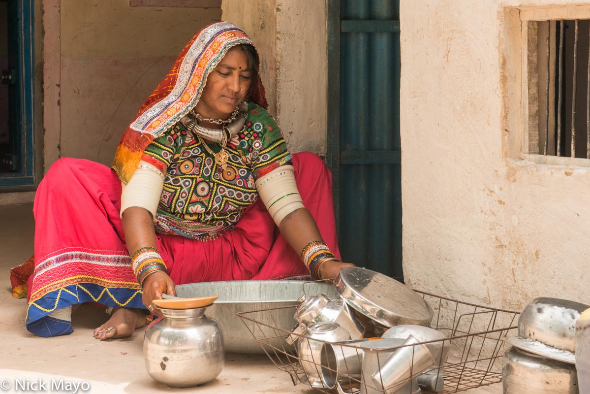Bangle,Bracelet,Gujarat,Head Scarf,India,Necklace,Washing Up, photo