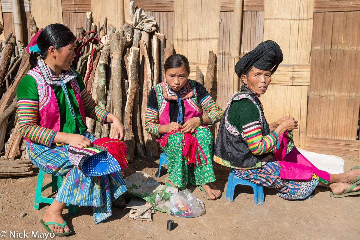 Burma,Miao,Sewing,Shan State,Stitching,Turban, photo