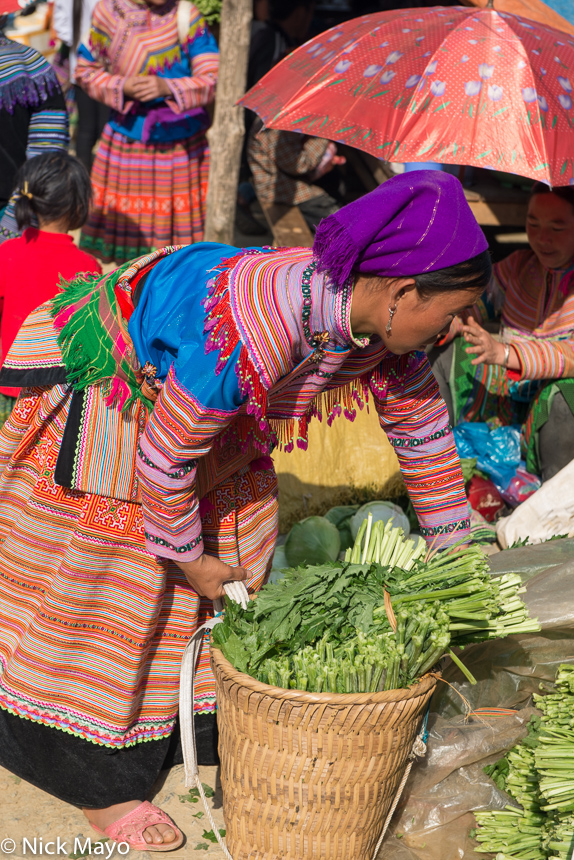Basket,Head Scarf,Lao Cai,Market,Miao,Vietnam, photo