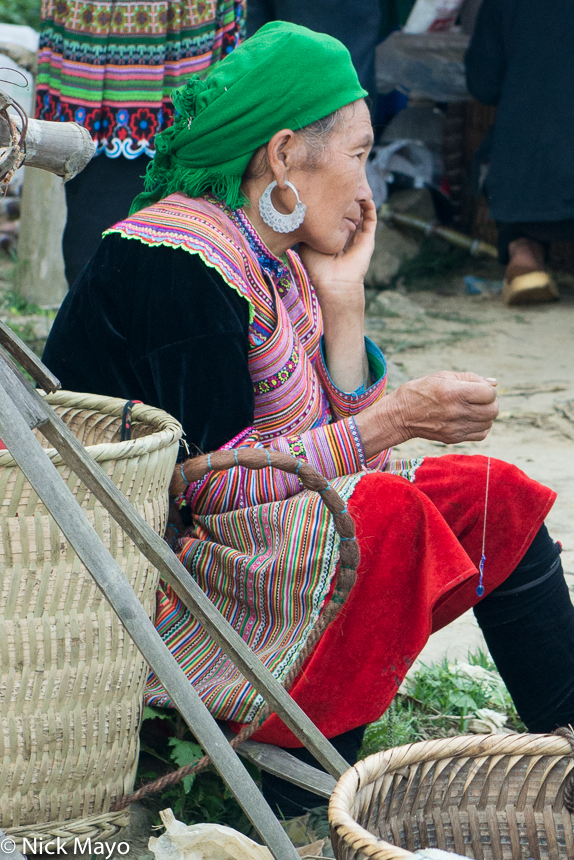Basket,Earring,Head Scarf,Lao Cai,Market,Miao,Vietnam, photo