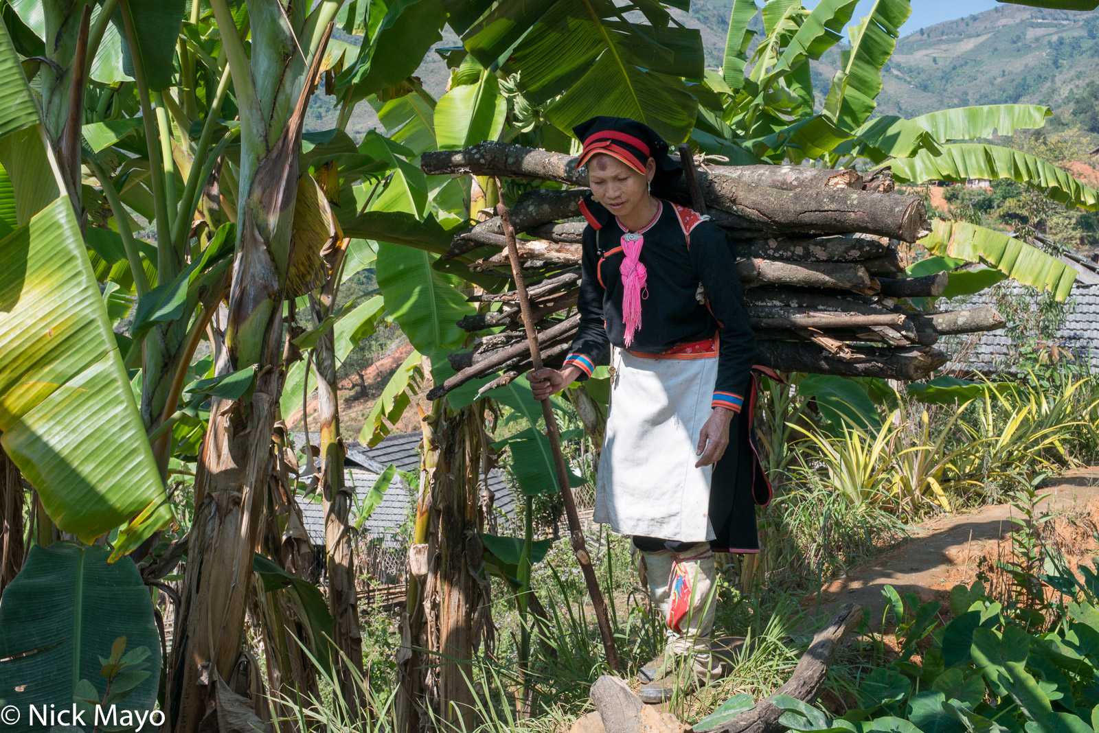 Apron, Earring, Firewood, Hat, Lai Chau, Leggings, Vietnam, Yao, photo
