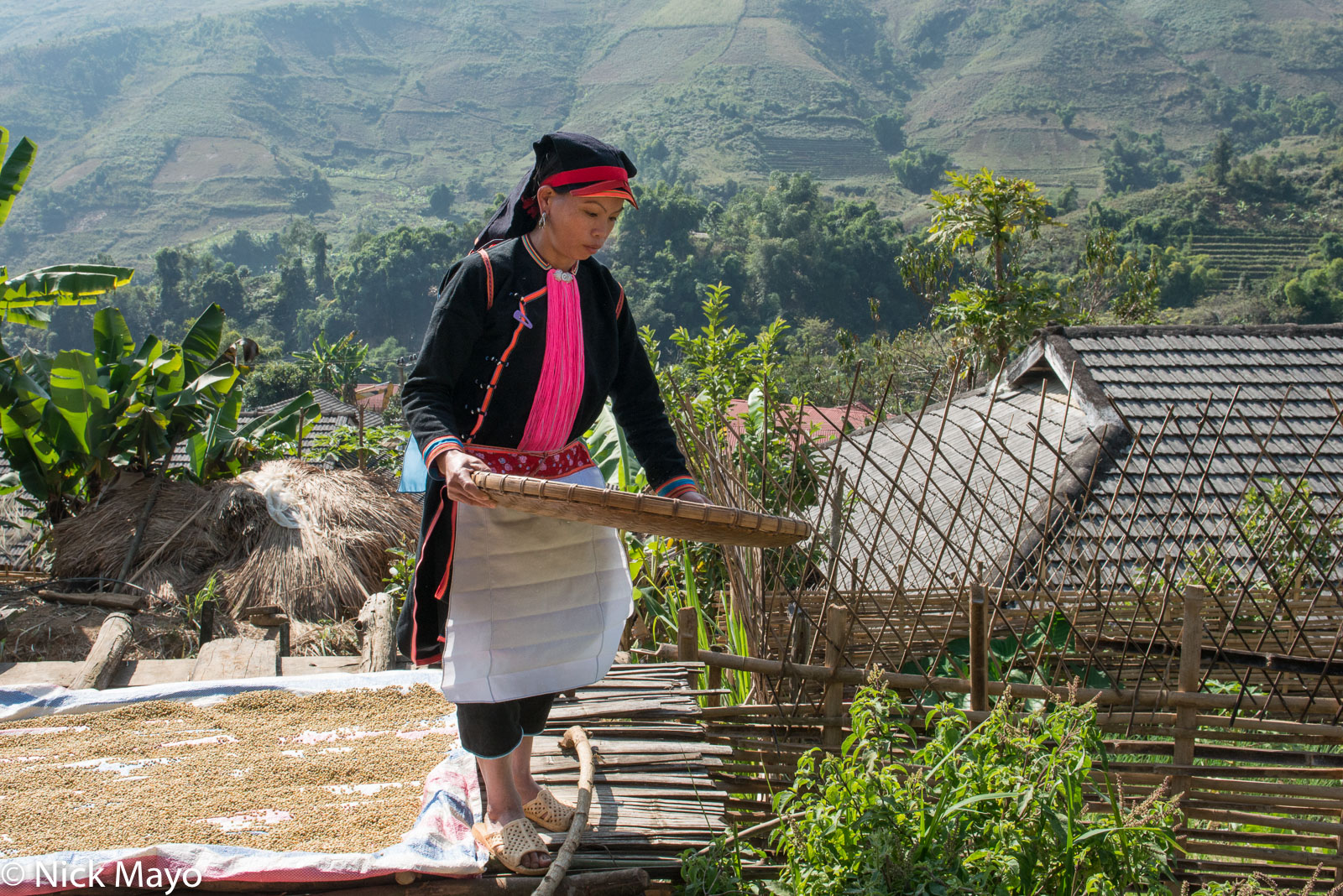 Apron, Earring, Hat, Lai Chau, Vietnam, Winnowing, Yao, photo