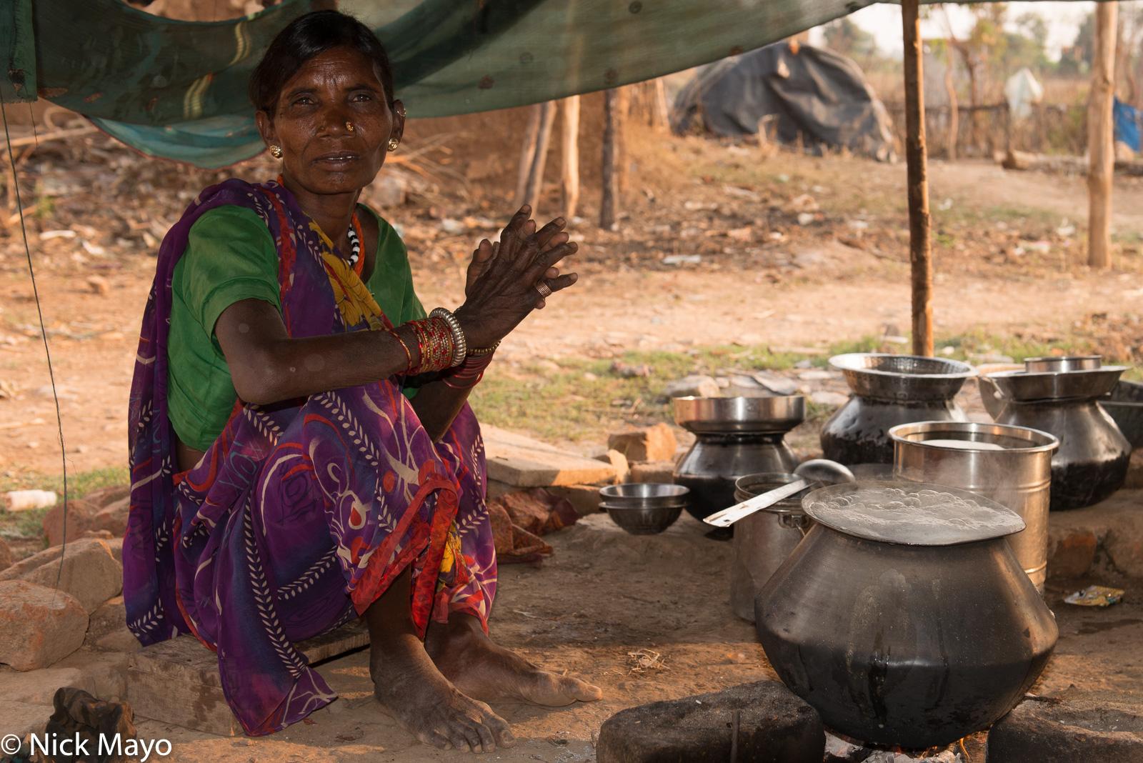 Bracelet, Chhattisgarh, Cooking, Earring, Gond, India, Nose Stud, photo