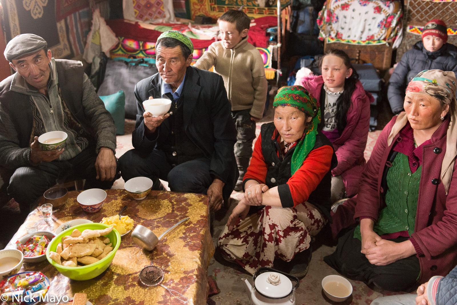 A Kazakh family of Sagsai sum drinking tea.
