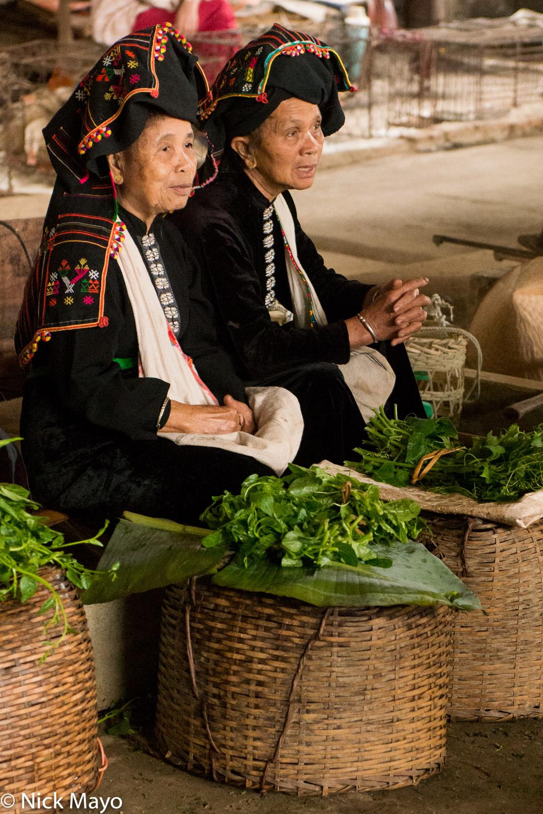 Dai, Headdress, Market, Selling, Son La, Vietnam, photo