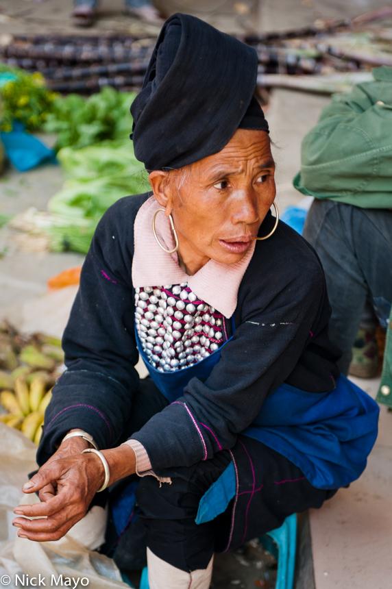China,Earring,Hani,Market,Selling,Turban,Yunnan, photo