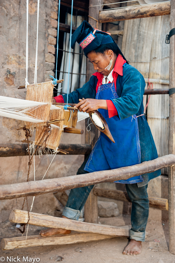 China,Earring,Foot Treadle Loom,Hani,Hat,Weaving,Yunnan, photo