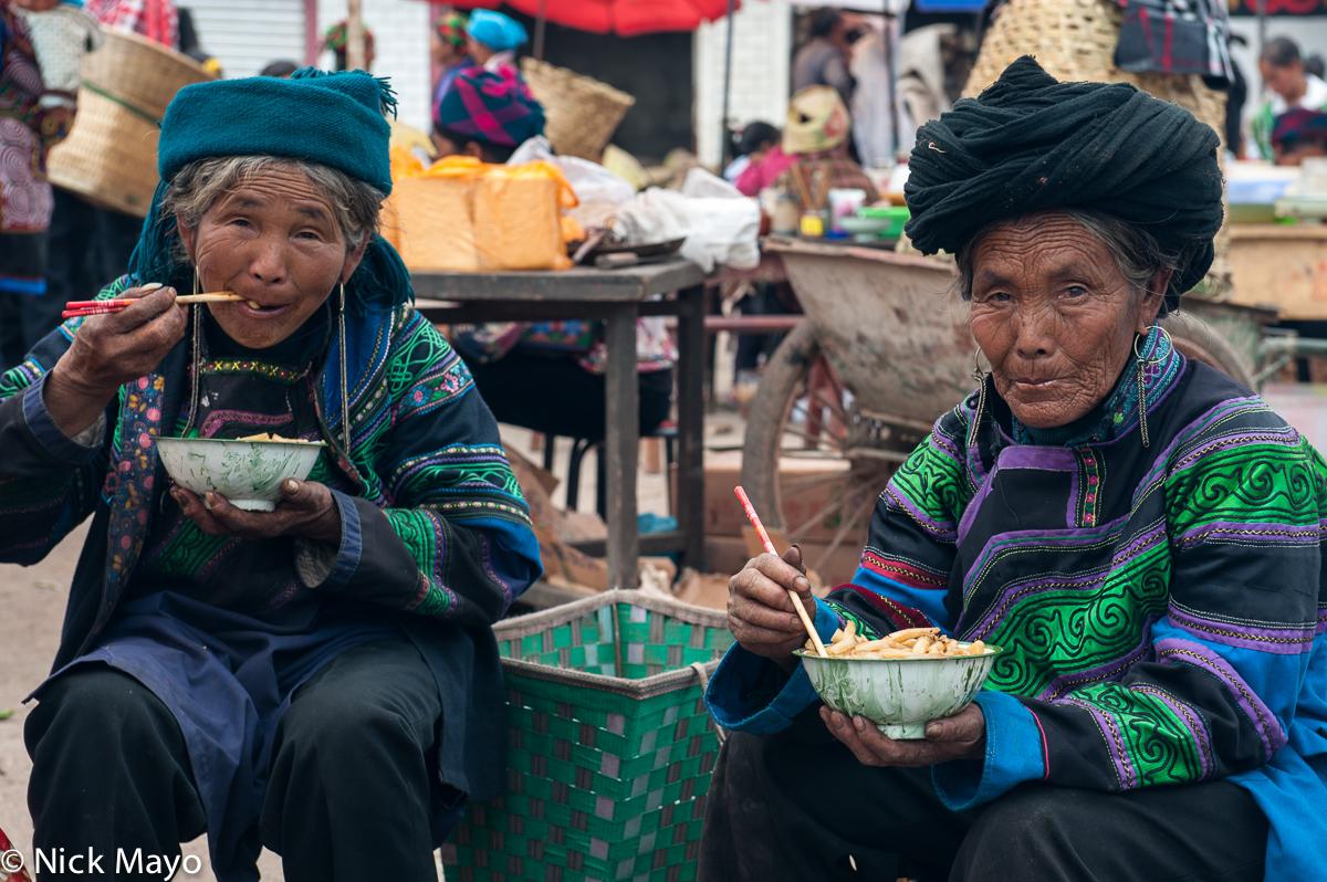 China,Earring,Eating,Market,Sichuan,Turban,Yi, photo