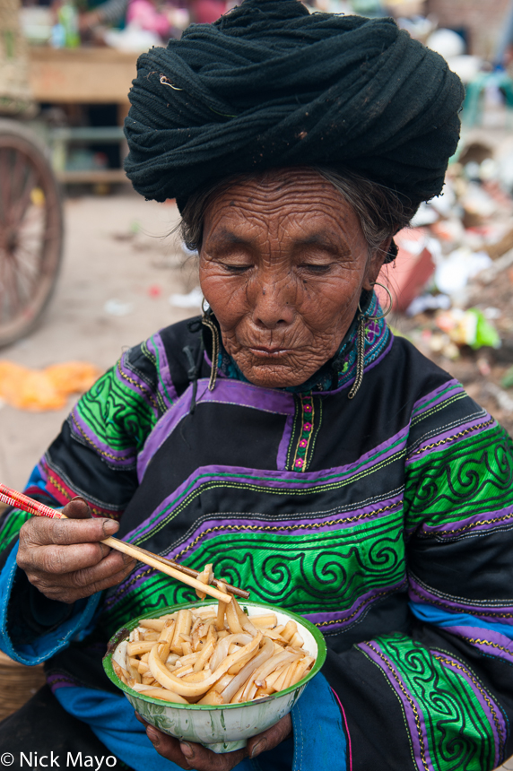 China,Earring,Eating,Market,Noodles,Sichuan,Turban,Yi, photo