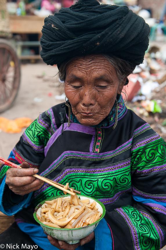 China,Earring,Eating,Market,Noodles,Sichuan,Turban,Yi, photo