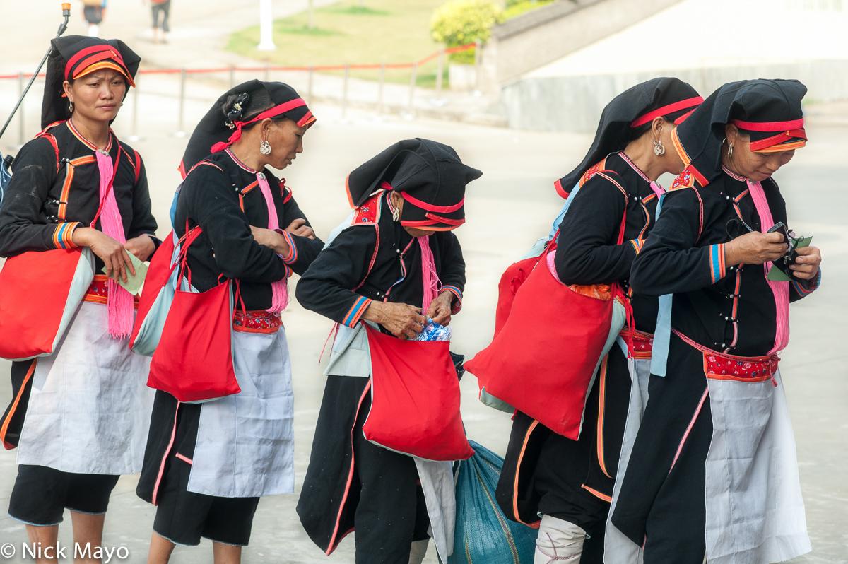 Apron,Bag,China,Earring,Hat,Leggings,Yao,Yunnan, photo