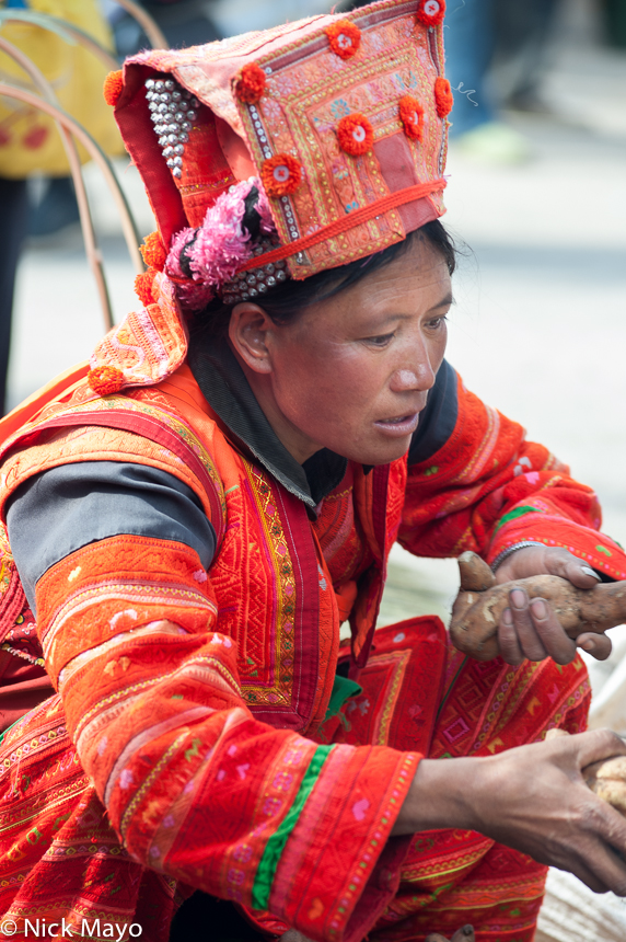 China,Hat,Market,Shopping,Yi,Yunnan, photo