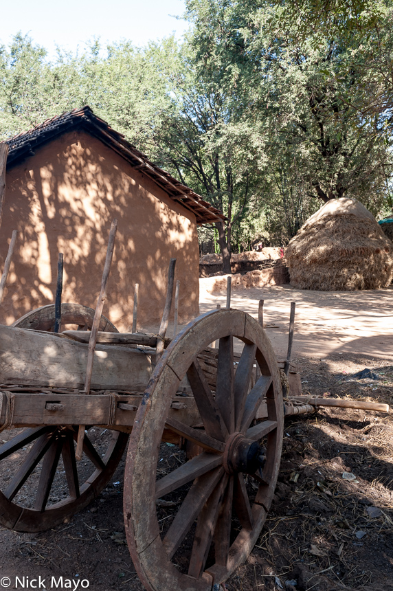 A cart and hayrick in the village of Pajil.