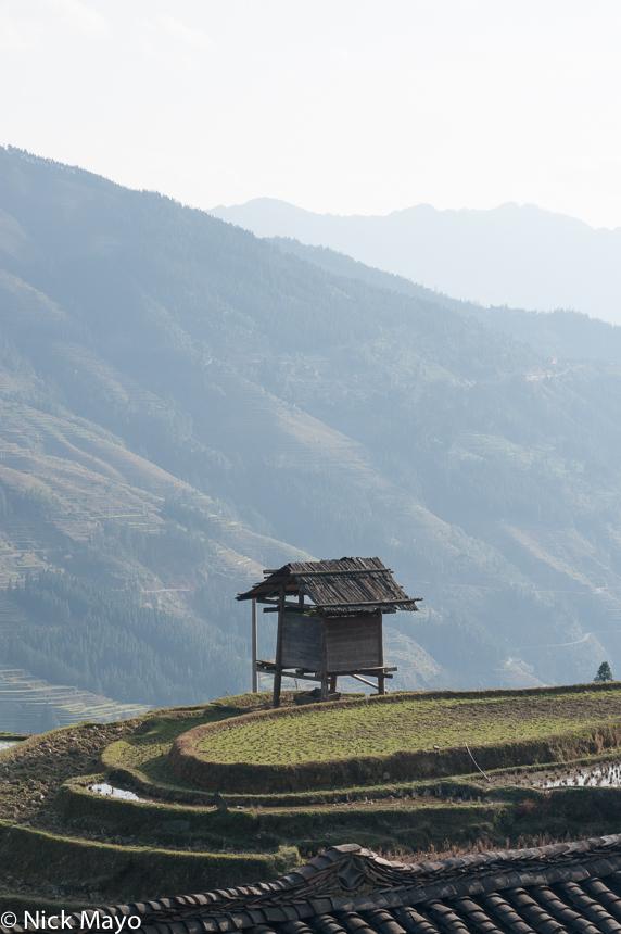 A farm hut on terraces near the village of Yu Min.