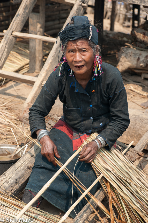 Bracelet,Burma,Earring,Eng,Hat,Preparing Thatch,Shan State,Teeth, photo