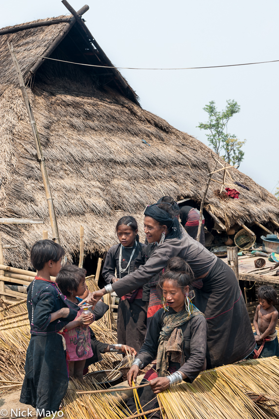 Bracelet,Burma,Earring,Eng,Hat,Preparing Thatch,Residence,Shan State,Thatch, photo