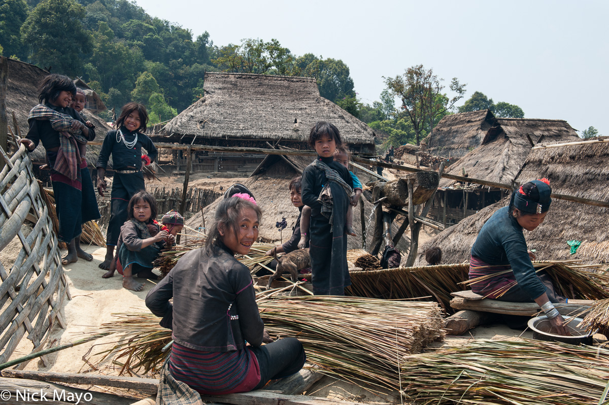 Burma,Eng,Preparing Thatch,Shan State,Thatch,Village,Water Pipe, photo