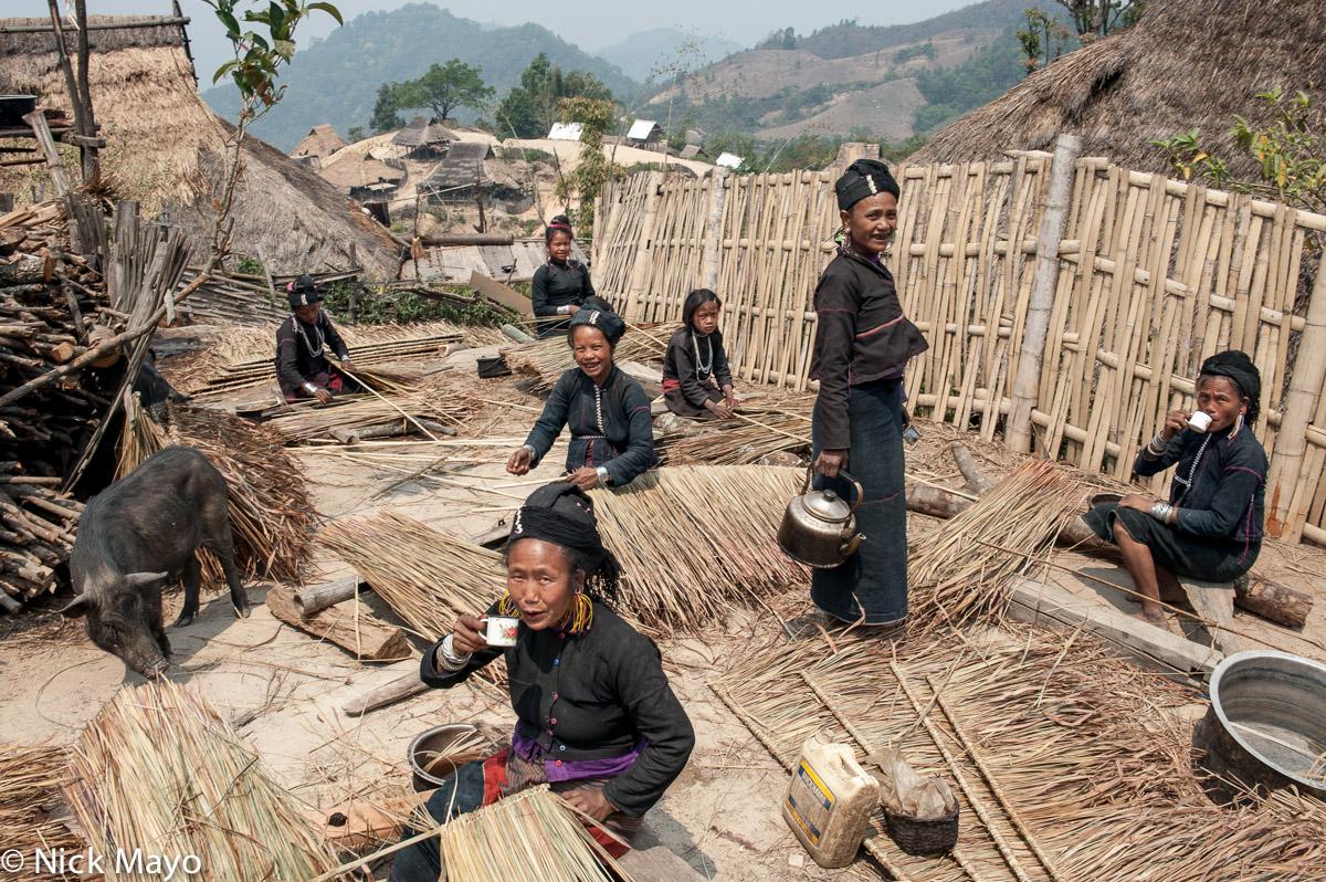 Bracelet,Burma,Drinking,Earring,Eng,Hat,Pig,Preparing Thatch,Shan State, photo