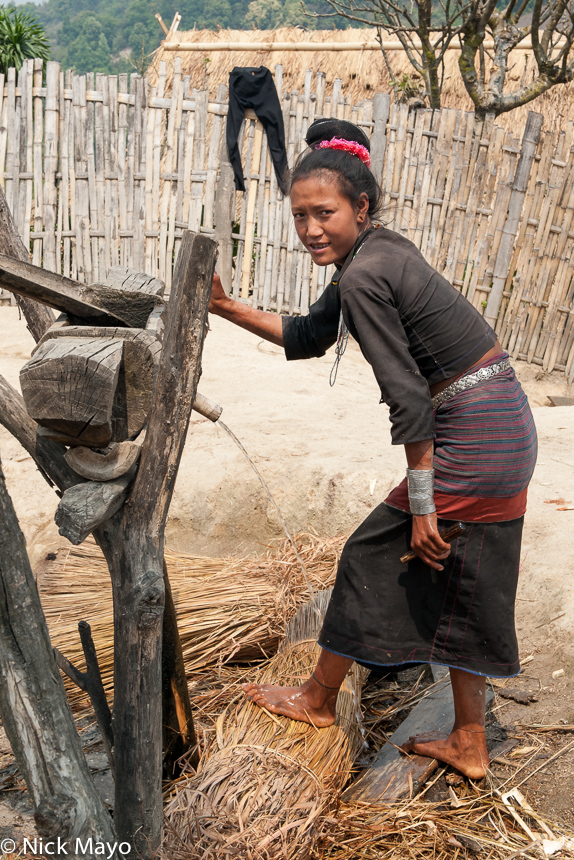 Burma,Eng,Preparing Thatch,Shan State, photo