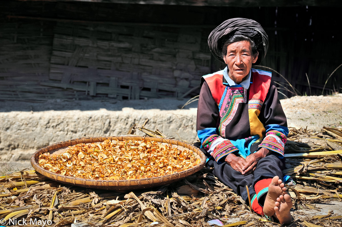 China,Lisu,Sorting,Turban,Yunnan, photo