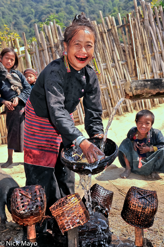 Burma,Earring,Eng,Shan State,Teeth,Washing Up, photo